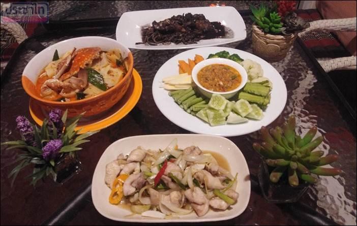 ร้านอาหารครัวคุณย่า บรรยากาศดี ร่มรื่น สะอาดสดจากทะเล อร่อย