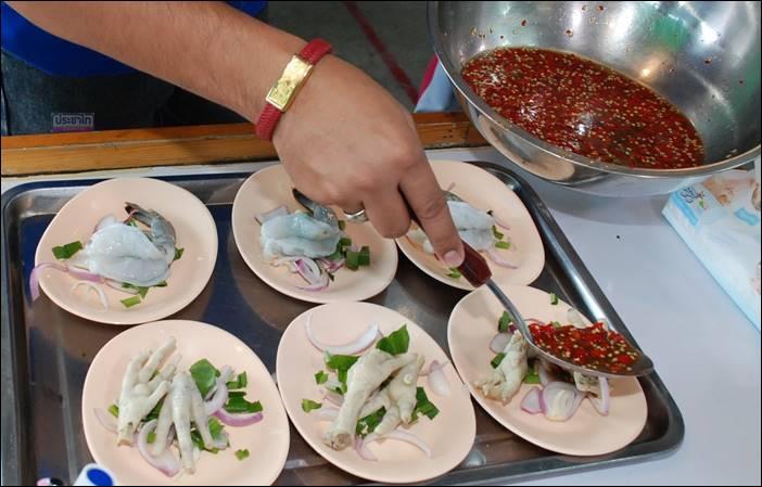 เมนูที่สุดยอดของความอร่อย กวาง รด เด็ดเผ็ดลืมผัว ยำทุกอย่าง 20 บาท ถ.345