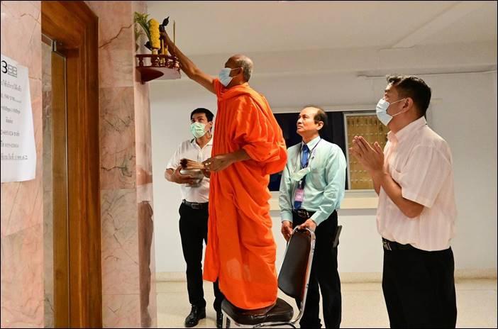 โรงพยาบาลกำแพงเพชรองค์กรแพทย์ทำบุญขึ้นปีใหม่ 2564 ณวัดโบสถ์สามจีน