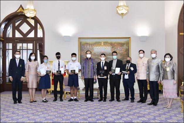 """โครงการศิลปิน ร่วมสมัย สู้ภัยโควิด ด้วยจิตสำนึก ครั้งที่ 2"""" ในหัวข้อ """"บันทึกคนไทย หัวใจไม่เคยท้อ"""