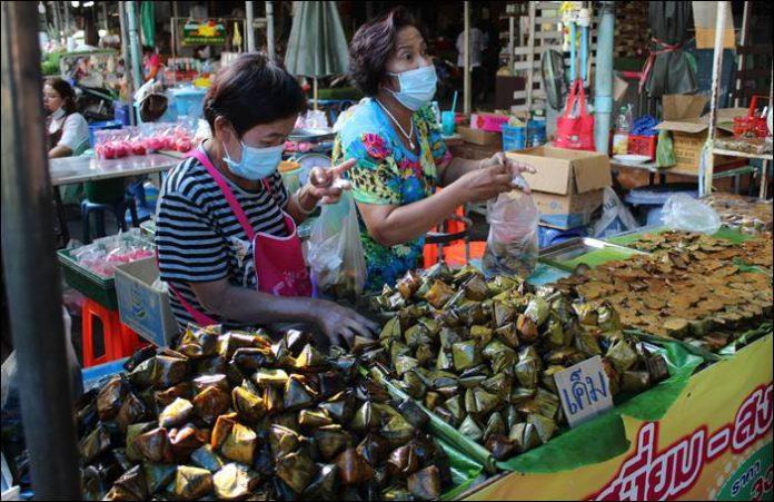 บรรยากาศวันจ่ายสารทจีนตลาดสดด่านช้างคึกคัก ด้านเทศบาลคุมเข้มป้องกันโควิด-19