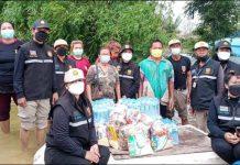 อปพร.อบต.ด่านช้าง ลงพื้นที่มอบถุงยังชีพผู้ประสบภัยน้ำท่วมอำเภอสองพี่น้อง